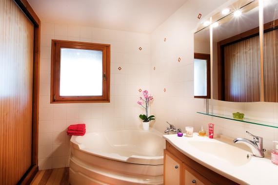 Salle-de-bain1_tonemappedweb.jpg